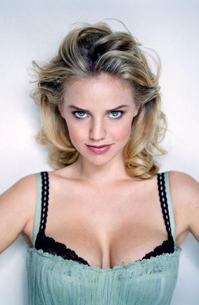 Kelli Garner Nude Photos 36