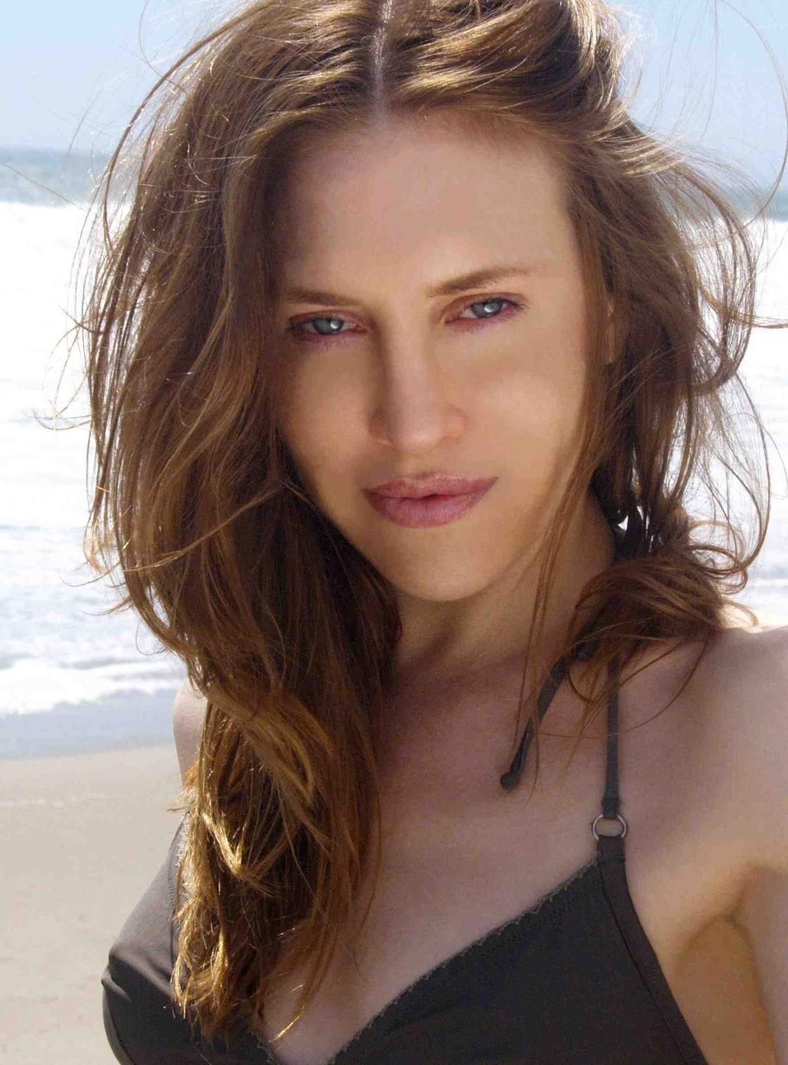 Charis Michelsen Nude Photos 16