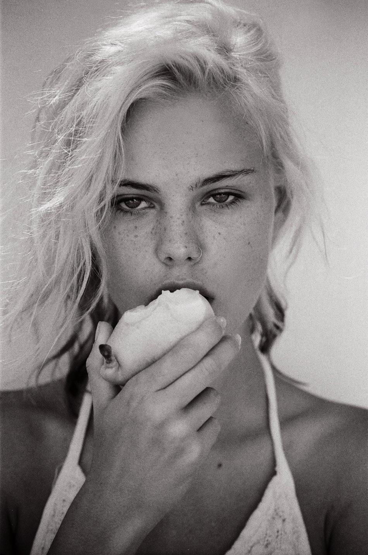 Julia Almendra Nude Photos 32