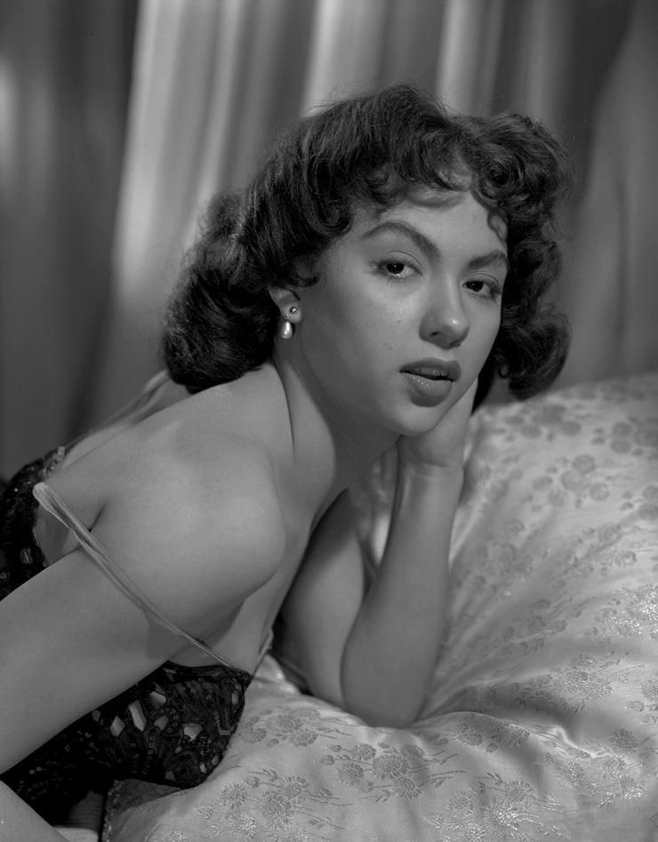Naked Rita Moreno in Marlowe