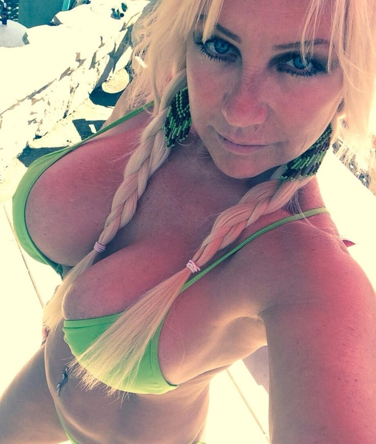 Linda Hogan Shows Tits 38