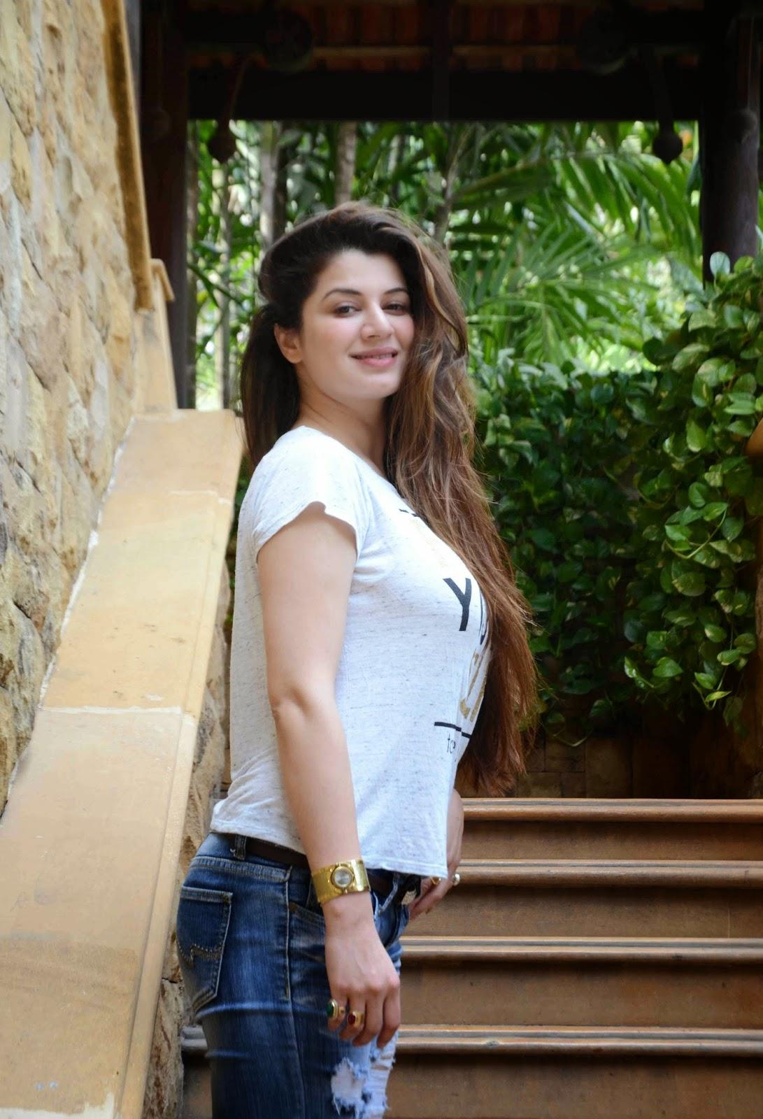 Harriet Philpin,Lubna Salim 1988 Erotic archive Judyann Elder,Natasha Hovey (born in Beirut)