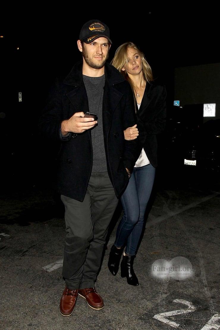 Алекс петтифер и его девушки фото