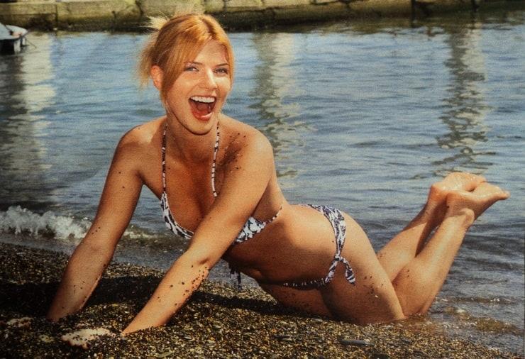 настя задорожная в нижнем белье фото на пляже
