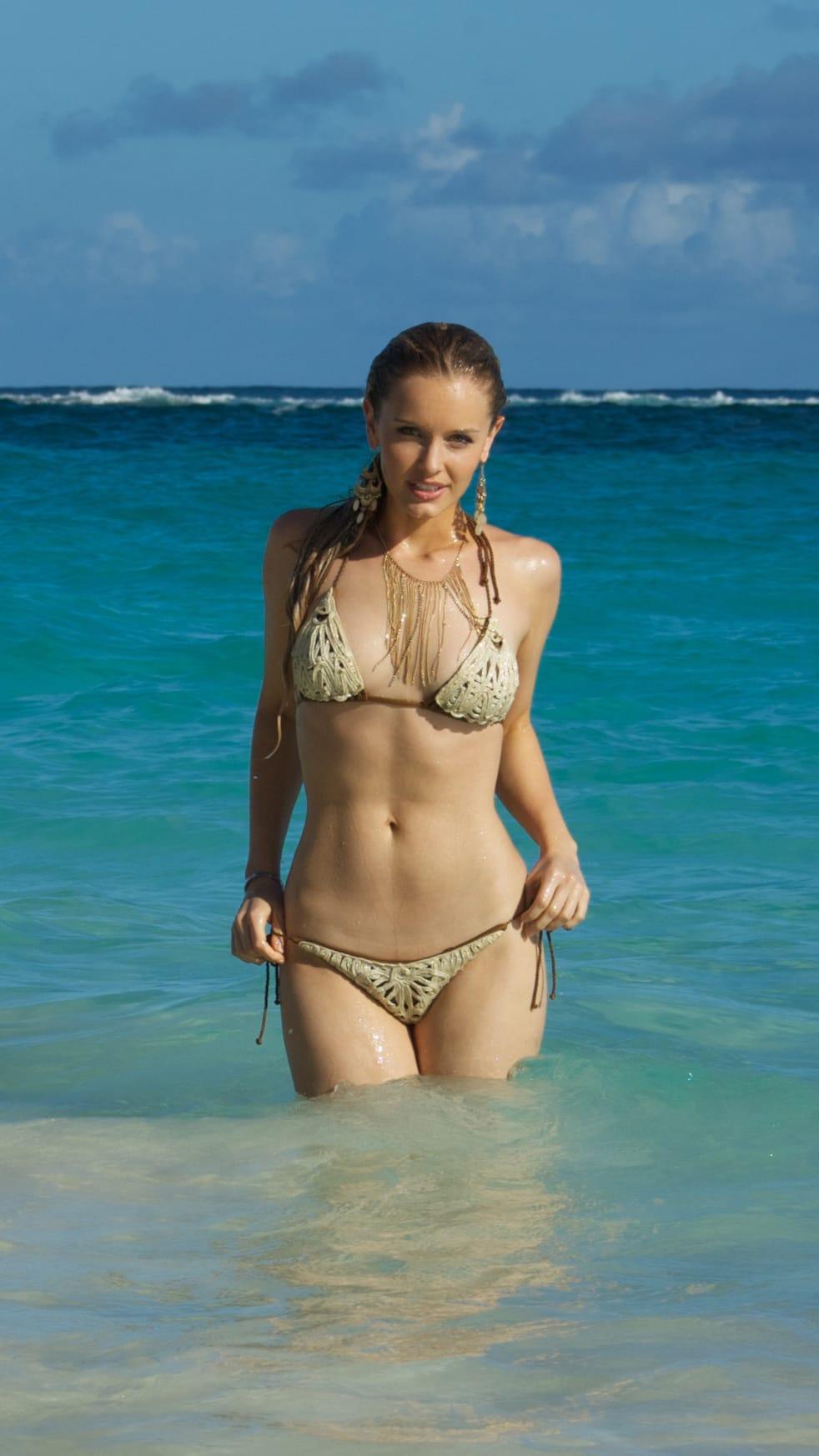 Taylor Gildersleeve Nude Photos 23
