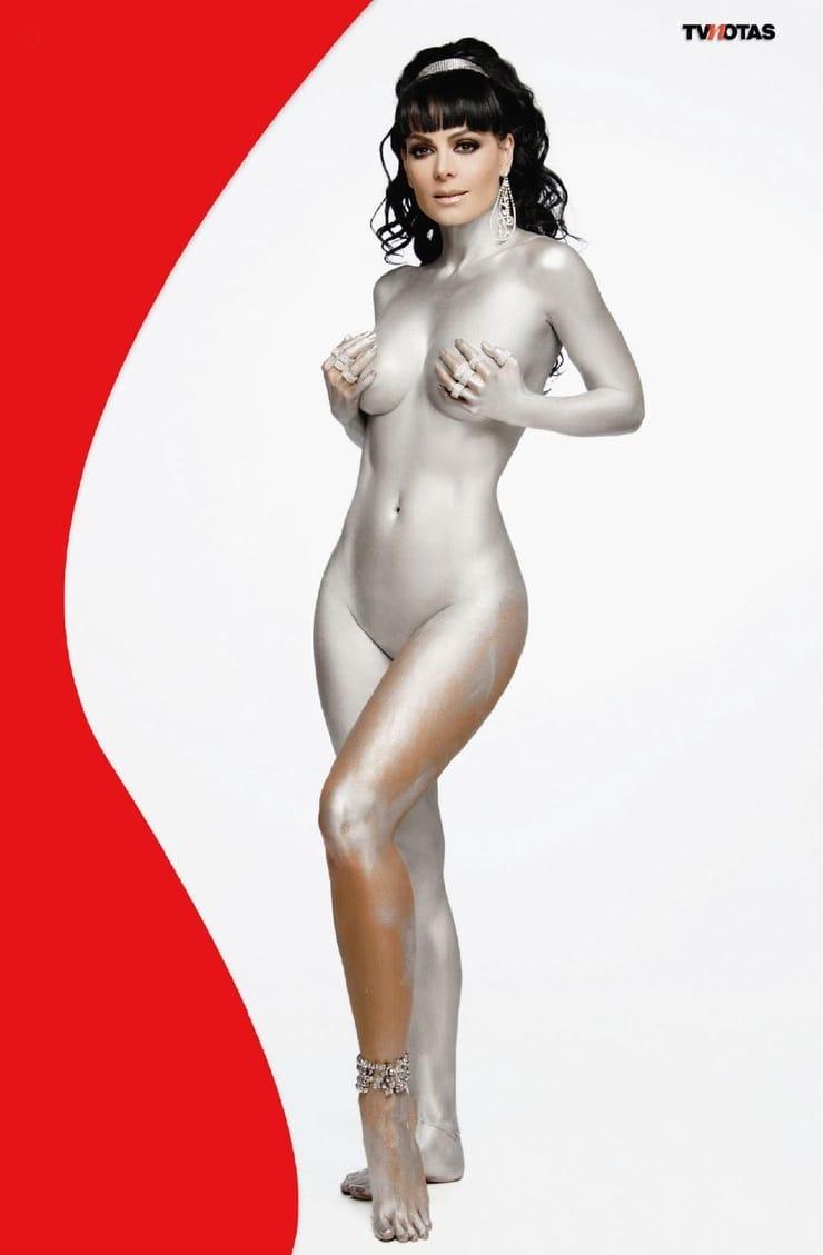 Maribel guardia desnuda en un hombre violento ancensored