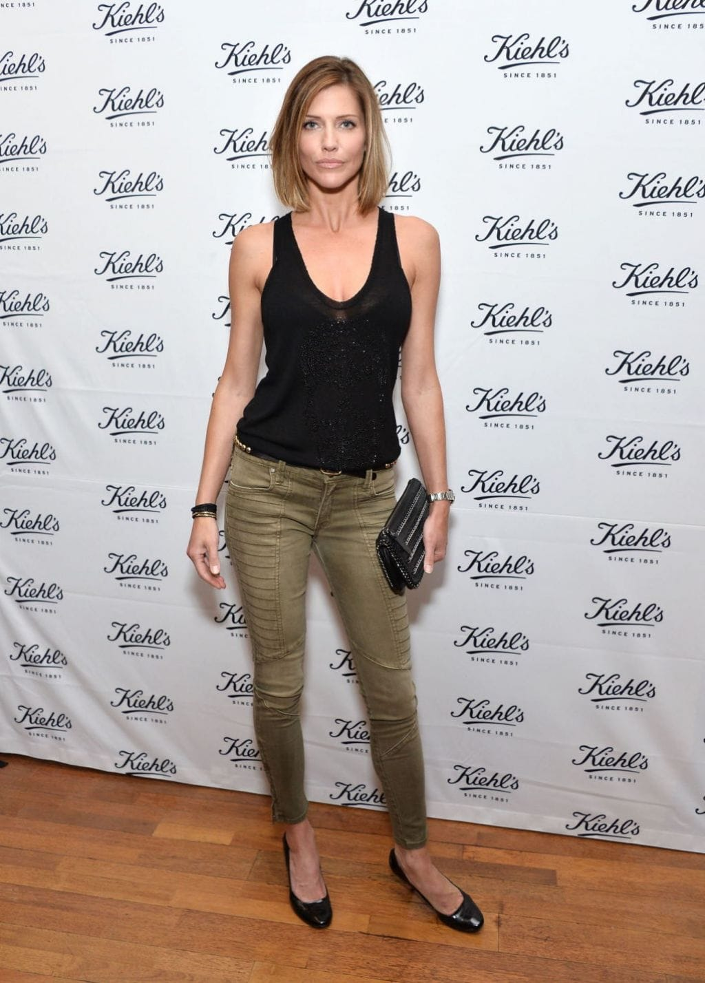tricia helfer height in feet
