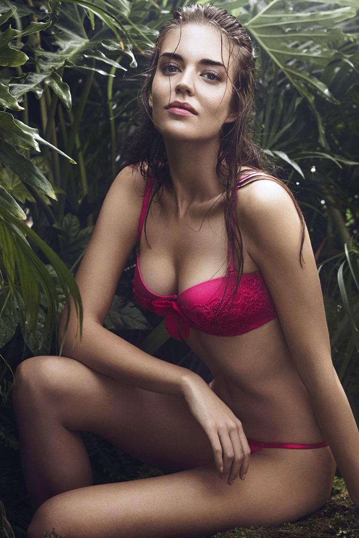 Clara Alonso Nude Photos 39