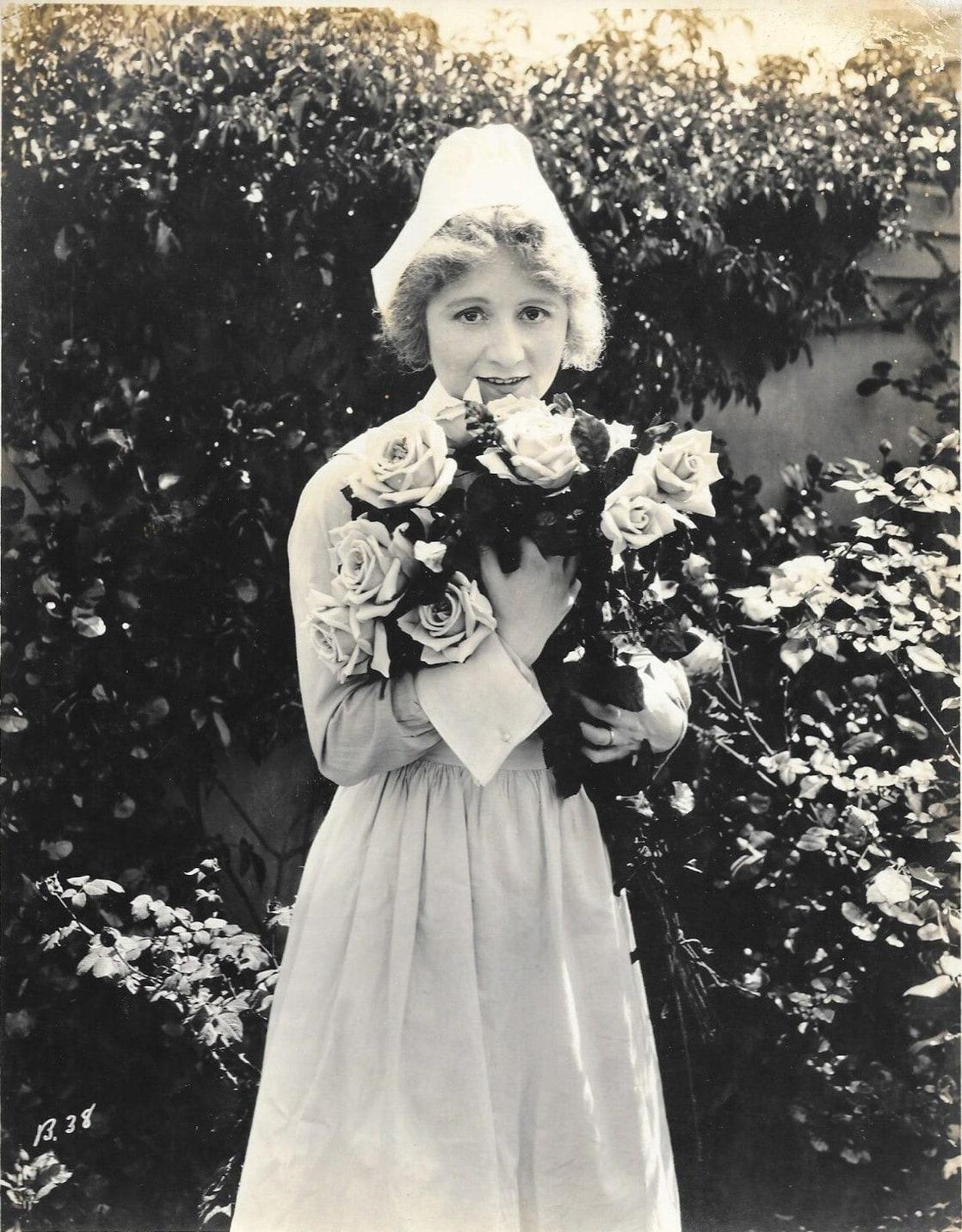 Jennifer Evans,Agot Isidro (b. 1966) Hot pics & movies Rhonda Fleming,Tom Conway (1904?967 (born in St. Petersburg, Russia)