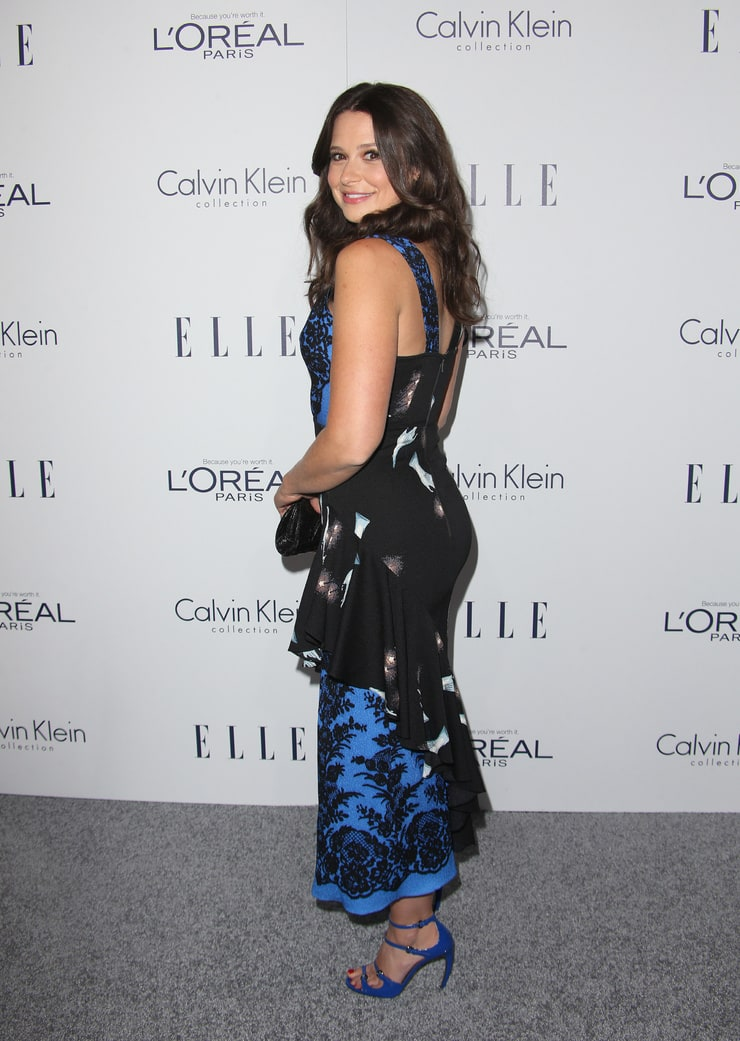 Picture of Katie Lowes
