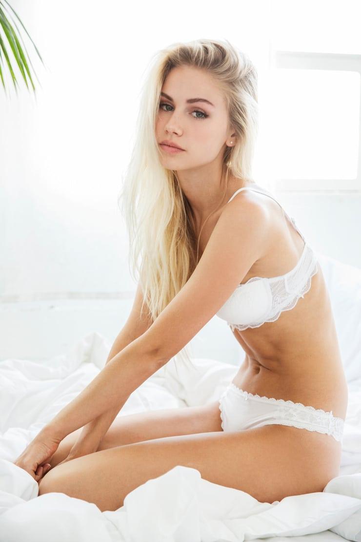 Eckbank Scarlett Modell : Picture of scarlett leithold