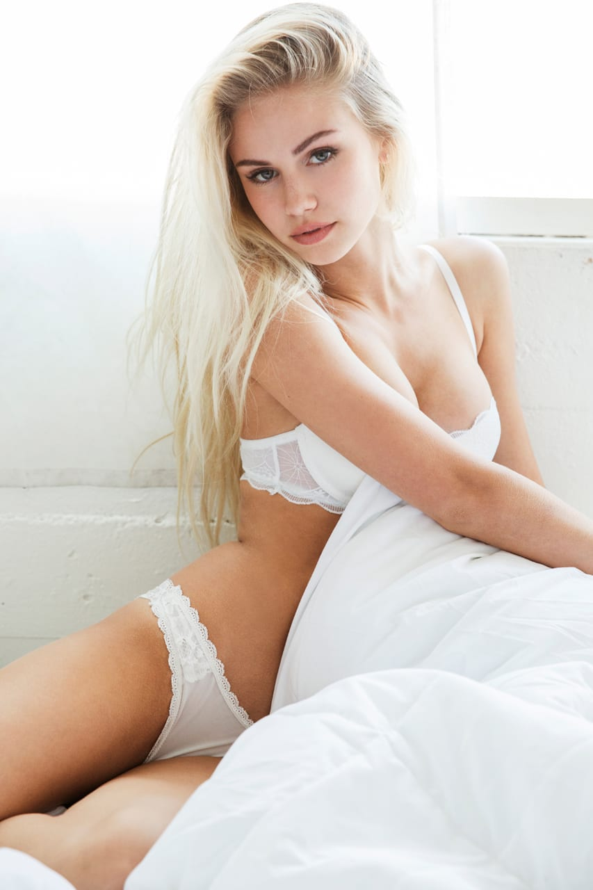 Fuck Scarlett Leithold nude (55 photo), Tits, Leaked, Feet, braless 2006