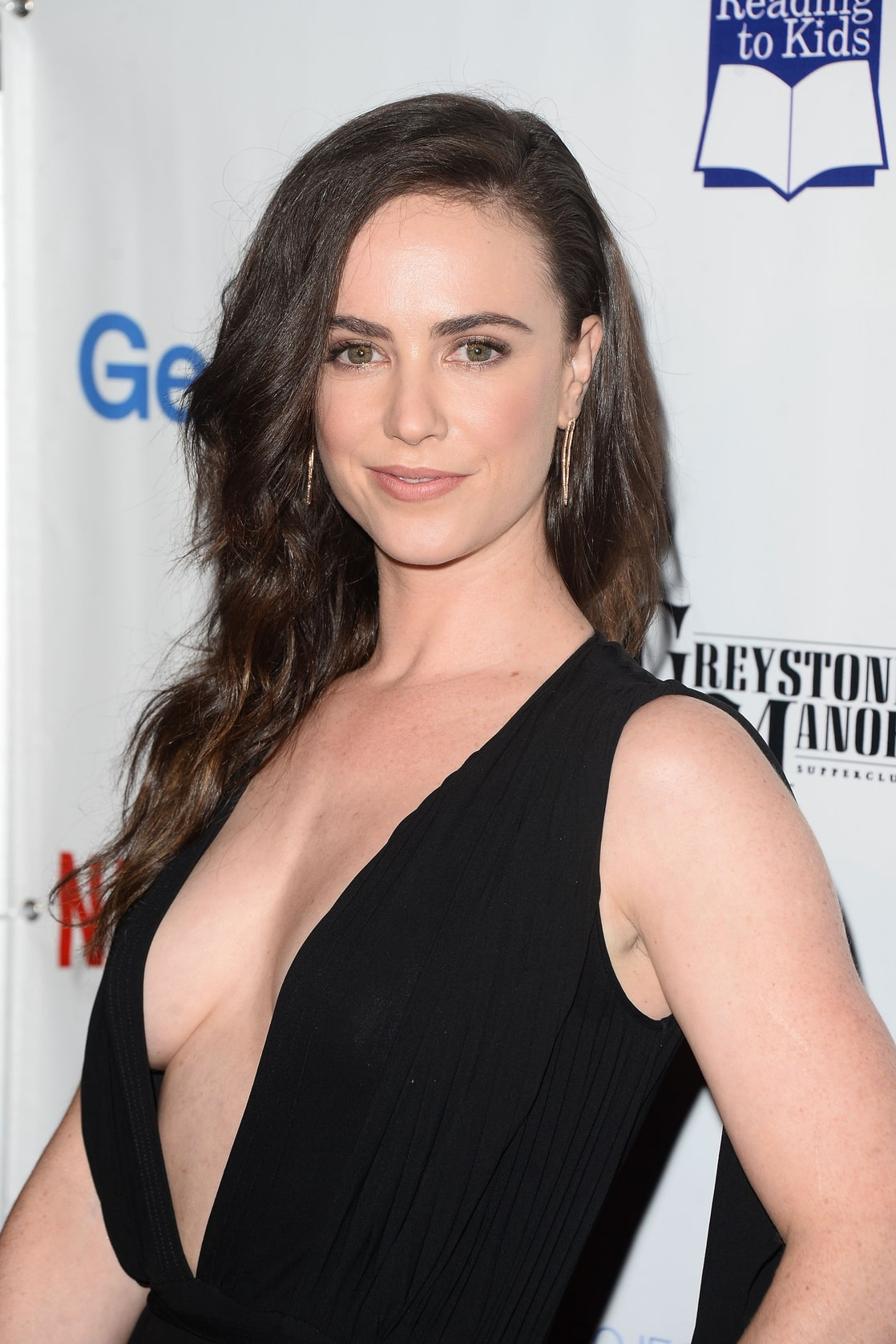 Cleavage Amy Manson naked photo 2017