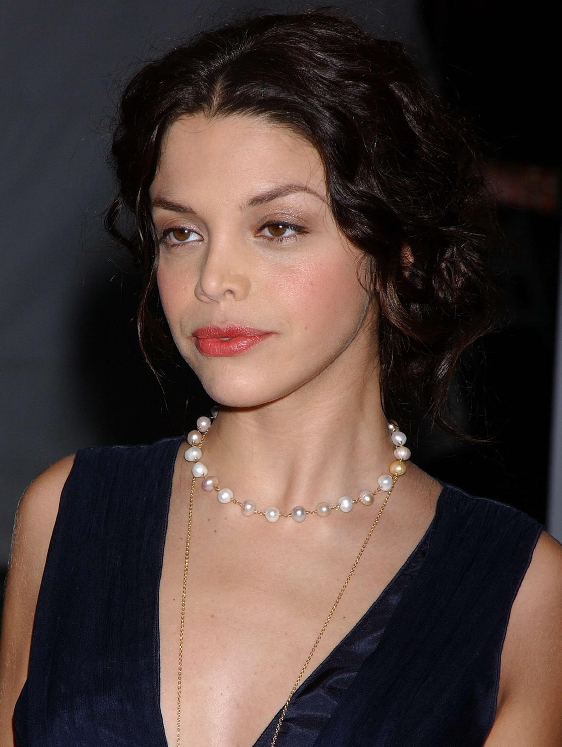 Hot actress Vanessa Ferlito wearing expensive ornaments which give her perfect looks