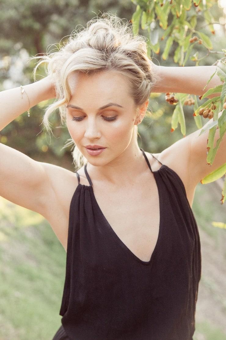 Nicole Lynnae Sullivan Nude Photos