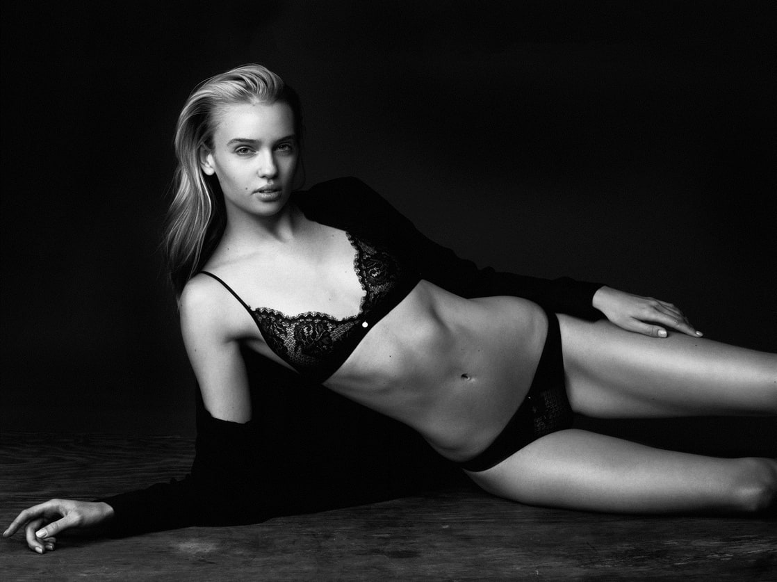 Jasmine Shogren Nude Photos 24