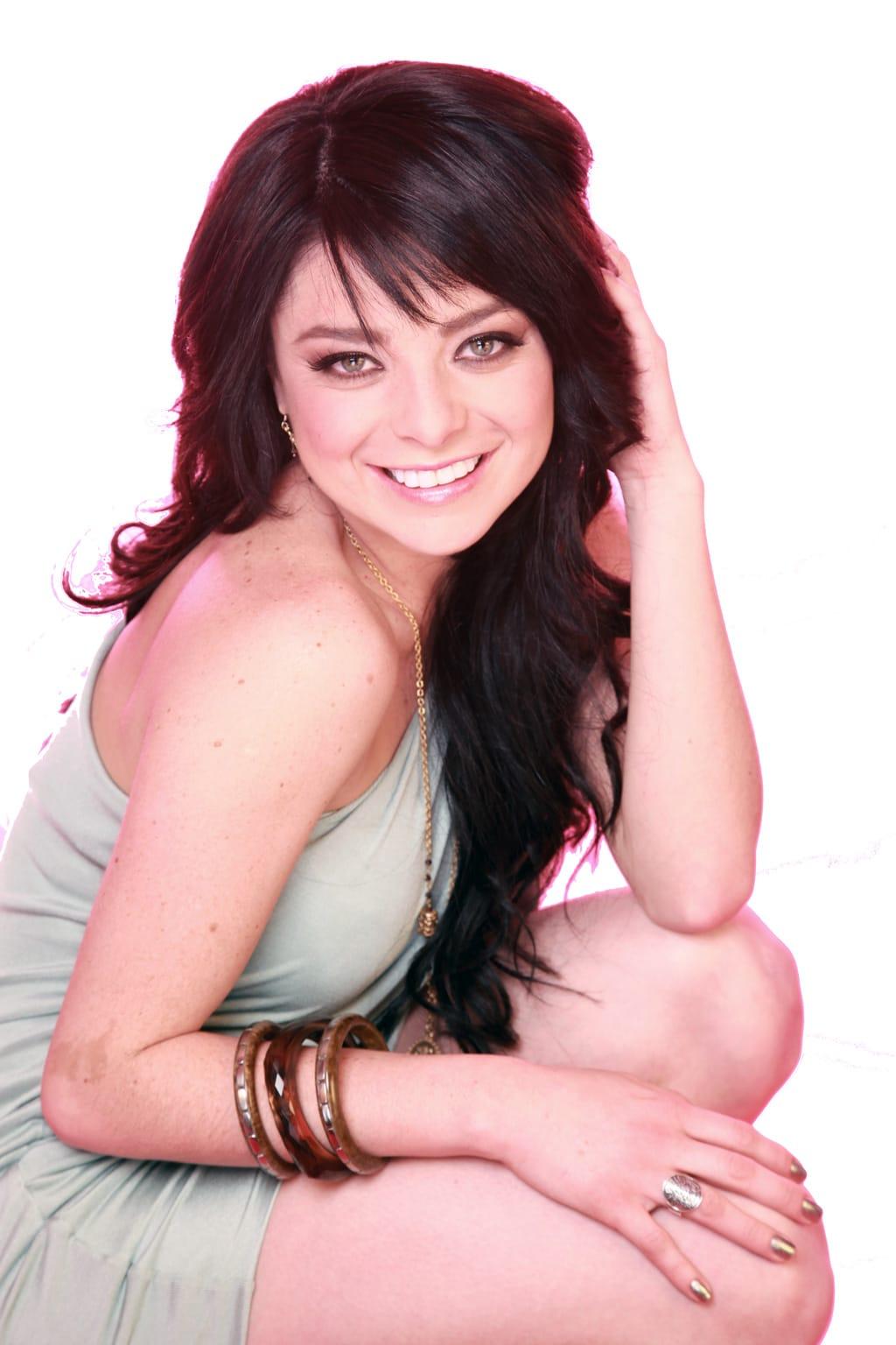 Violeta Isfel en la revista Open - Musica Cine y Television