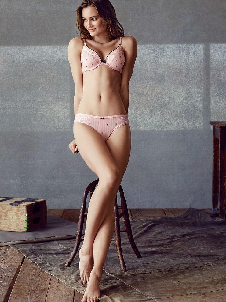nude lesbian princess ariel