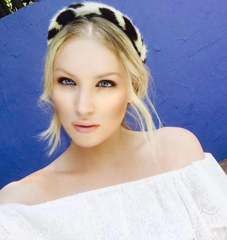 Georgina Moffat Nude Photos 47
